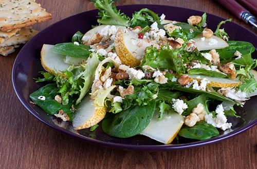 Grüner-Salat-mit-Schafskäse-Birne-und-Walnüssen-sst_1270867731