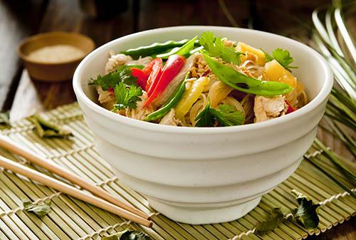 Vietnamesischer-Glasnudelsalat-mit-Huhn-sst_1624160602